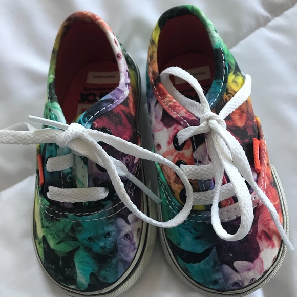 921833beeb Toddler sz 4 rainbow cat Vans off the wall